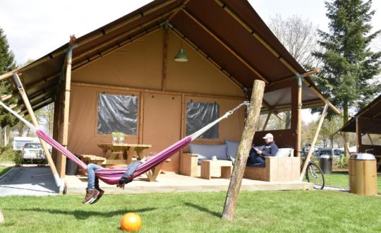 Beleef het buitenleven in een luxe tent op Recreatiepark TerSpegelt